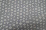 NB 11104-061 Katoen bedrukt met stippen en driehoeken lichtgrijs