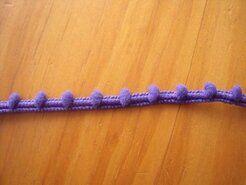 Kugelband - Mini-Pomponborte violett