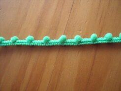 Kugelband - Mini-Pomponborte grün